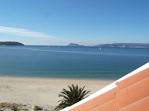 Amazing views to the Ría de Muros-Noia and Beach from terrace