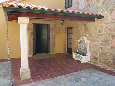 Restored old stone house for rent with pool near santiago - Porches de casas ...